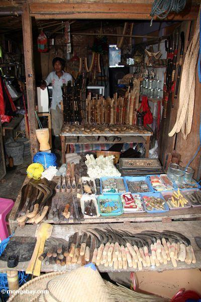 Hardware store / stand in market in Rantepao (Toraja Land (Torajaland), Sulawesi)