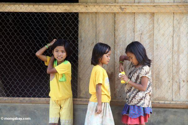 Little girls playing with bubbles in Pana (Toraja Land (Torajaland), Sulawesi)