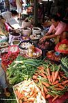 Buying and selling at vegetable market in Rantepao (Toraja Land (Torajaland), Sulawesi)
