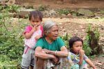 Woman with children (Toraja Land (Torajaland), Sulawesi)
