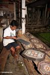 Man carving balsa wood art at Ketu Kese (Toraja Land (Torajaland), Sulawesi)
