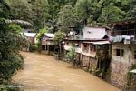 Riverside village downriver from Bantimurung falls (Sulawesi - Celebes)