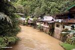 Riverside homes downriver from the Bantimurung waterfalls (Sulawesi - Celebes)